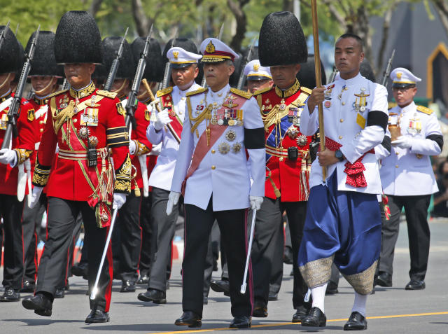<p>Thai King Maha Vajiralongkorn, center, participates in religious rituals to move the ashes of his father, the late King Bhumibol Adulyadej, following a royal cremation ceremony in Bangkok, Thailand Friday, Oct. 27, 2017. (Photo: Sakchai Lalit/AP) </p>