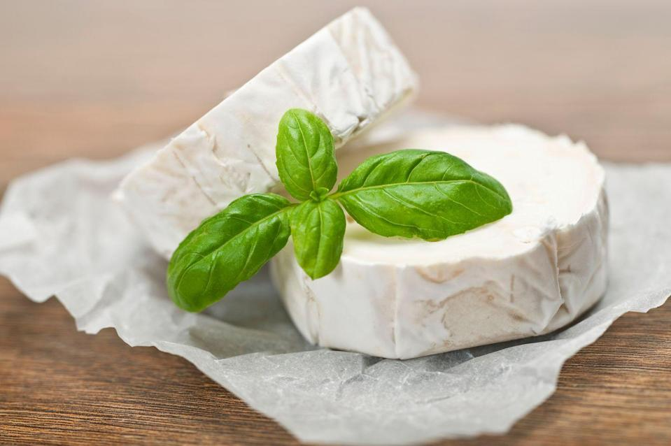 <p>In 1979, it became all the rage to order a goat cheese salad and look all fancy. Thanks to chefs Alice Waters and Jeremiah Tower from Northern California, lots of cheesemakers began to integrate different types of cheese into their menus, and goat happened to be one of them.</p>