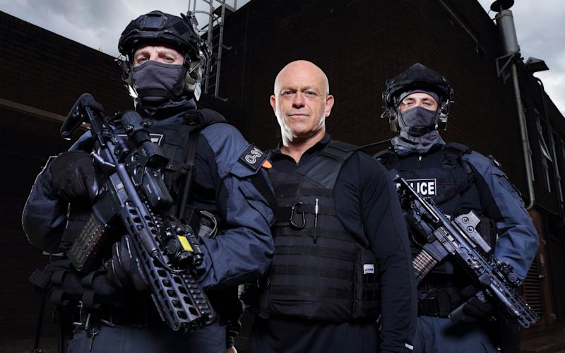 Ross Kemp with police officers from the West Midlands Tactical Fire Arms Team - www.tony-ward.co.uk
