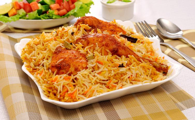 <p>Lucknow is the city of Nawabs who preferred a slightly milder palate. The Lucknowi biryani has remarkably less amount of spices as compared to the Mughlai variety of biryani. </p>
