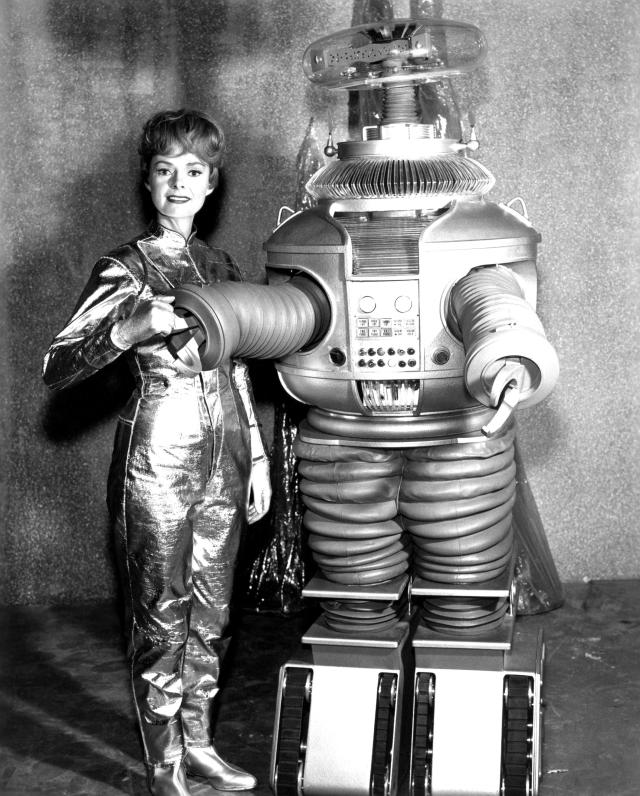 The robot in the 1965 version of <em> Lost in Space</em>, with series star June Lockhart. (Photo: Everett Collection)