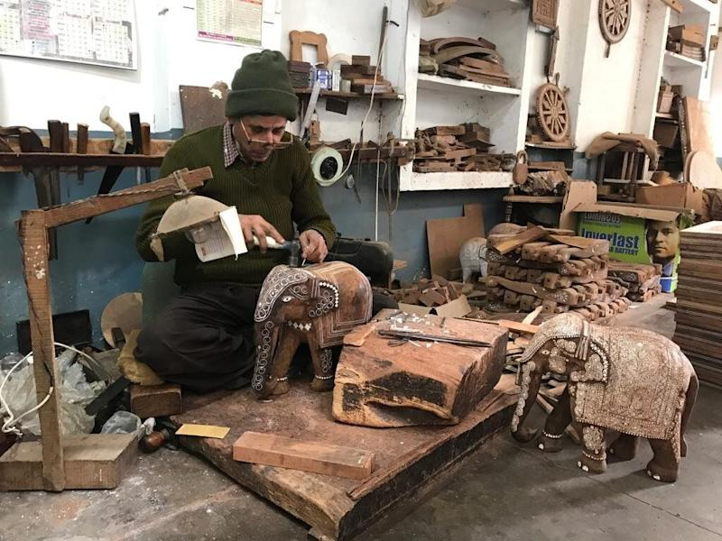 Shammi Lal, a 61-year-old award-winning inlay craftsman, said the crisis in wages and employment had meant skilled wood carvers were migrating to the Middle East to work as ordinary carpenters. (Photo: HuffPost India )