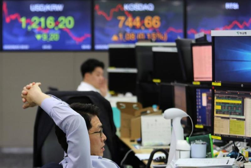 Asian shares rise as Wall Street gains for 3rd straight day
