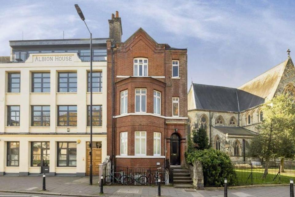 <p><strong>£425,000: </strong>a 5% deposit is just over £21k. Approx. salary needed is £90,000. Just opposite Clissold Park, the one-bedroom flat is for sale through Dexters</p> (Dexters)