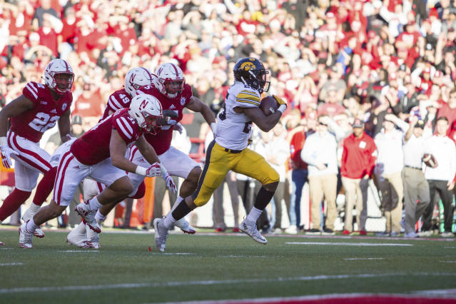"Iowa running back <a class=""link rapid-noclick-resp"" href=""/ncaaf/players/227377/"" data-ylk=""slk:Akrum Wadley"">Akrum Wadley</a> (25) rushes for a touchdown against Nebraska during the first half of an NCAA college football game in Lincoln, Neb., Friday, Nov. 24, 2017. (AP Photo/John Peterson)"