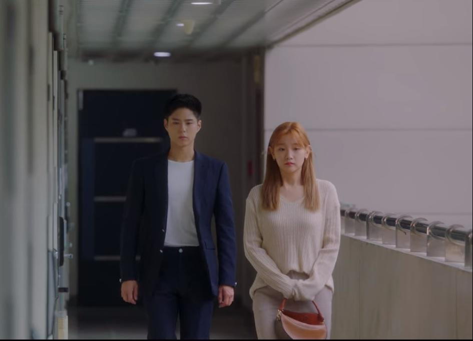 Sa Hye Jun (Park Bo Gum, left) and An Jeong Ha (Park So Dam) walk together in silence as they contemplate their relationship in Record Of Youth.