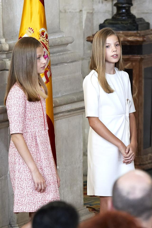 <p>Princesses Sofia and Leonor stood at the Royal Palace while their parents delivered the 'Order of the Civil Merit' ceremony.</p>