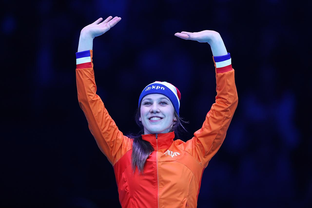 <p>Suzanne Schulting of Netherlands with the bronze medal celebrate after the Ladies 1000 meters finals race during day two of ISU World Short Track Championships at Rotterdam Ahoy Arena on March 12, 2017 in Rotterdam, Netherlands. (Photo by Oliver Hardt – ISU/ISU via Getty Images) </p>