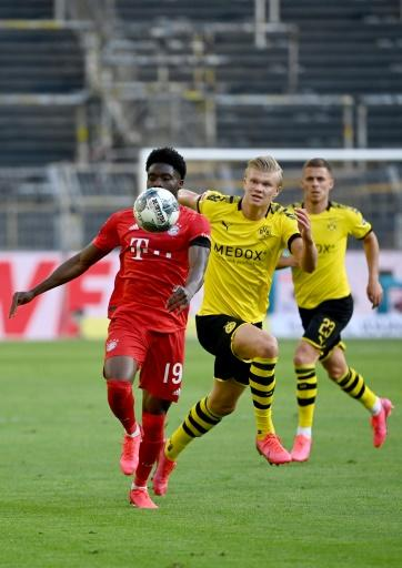 Dortmund's Norwegian forward Erling Braut Haaland (C) had a frustrating time against the Bayern defence