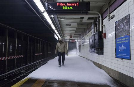 Snow makes it way down to the platform of the 65th Street subway station during a winter storm in New York, January 3, 2014. REUTERS/Zoran Milich