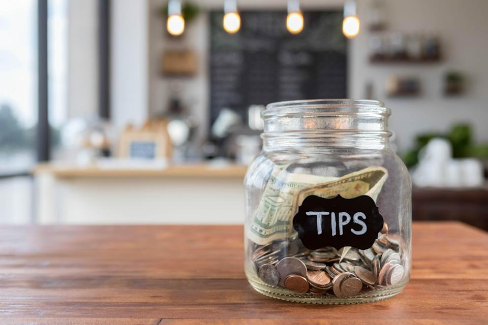 How to tip at bars?
