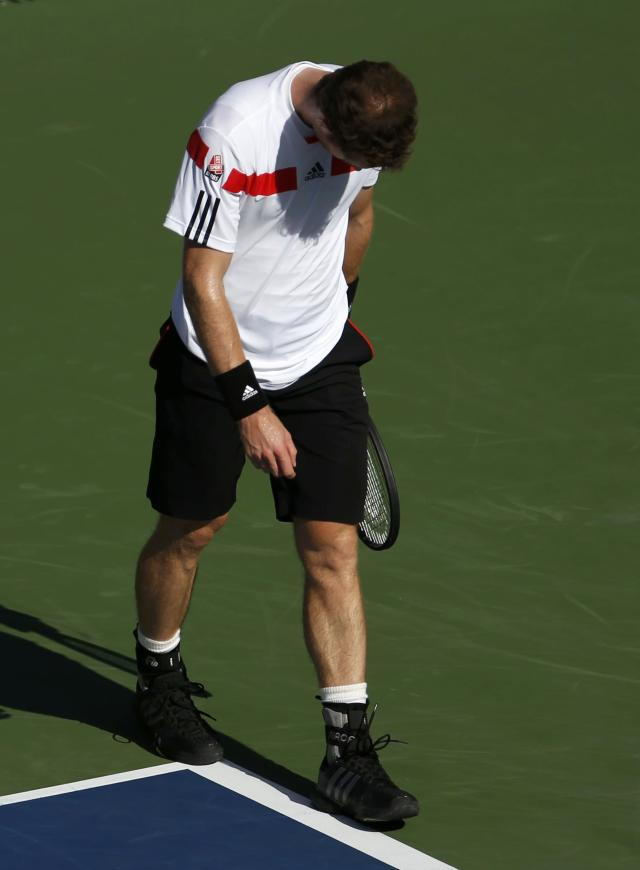 Andy Murray of Britain reacts after a missed point against Stanislas Wawrinka of Switzerland at the U.S. Open tennis championships in New York September 5, 2013. REUTERS/Adam Hunger (UNITED STATES - Tags: SPORT TENNIS)