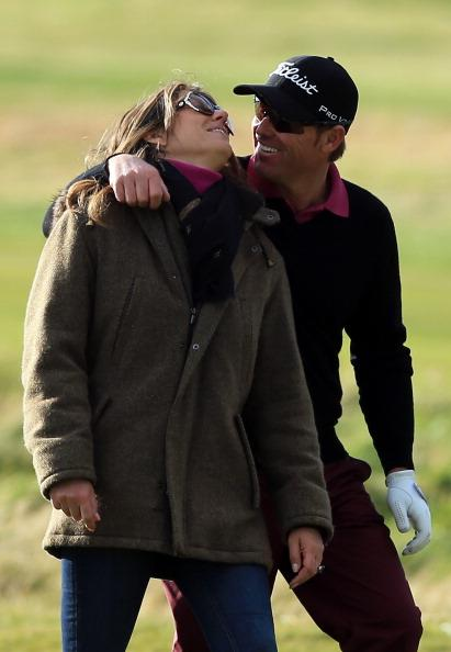 CARNOUSTIE, SCOTLAND - OCTOBER 05:  Elizabeth Hurley of England the actress with her fiancee the Australian Cricketer Shane Warne on the final hole during the second round of the Alfred Dunhill Links Championship on the Championship Links at Carnoustie on October 5, 2012 in Carnoustie, Scotland.  (Photo by David Cannon/Getty Images)