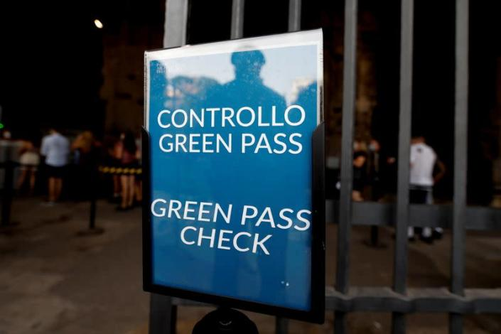 """Tourists required to show """"Green Pass"""" in Rome"""