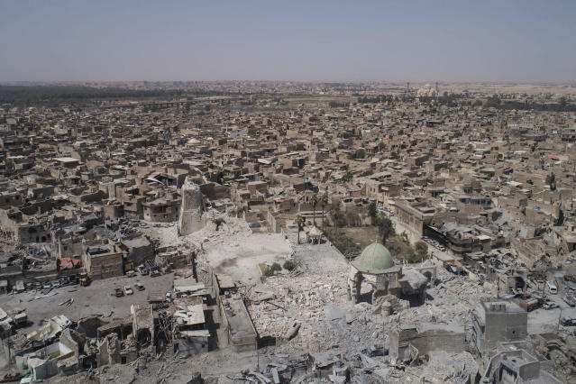 <p>An aerial view of the destroyed landmark al-Nuri mosque in the Old City of Mosul, Iraq, June 28, 2017. (Photo: Felipe Dana/AP) </p>