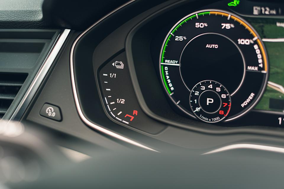 Hybrid dials show how much charge remains