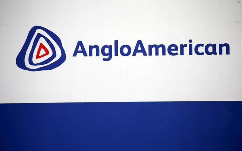 The Anglo American logo is seen in Rusternburg October 5, 2015. Picture taken October 5, 2015.