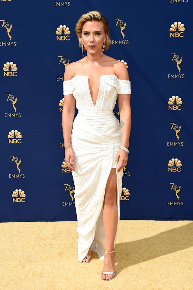 <p>Johansson took the spotlight from her beau and host Colin Jost in a strapless white dress with a deep V-neckline. (Photo: Getty Images) </p>