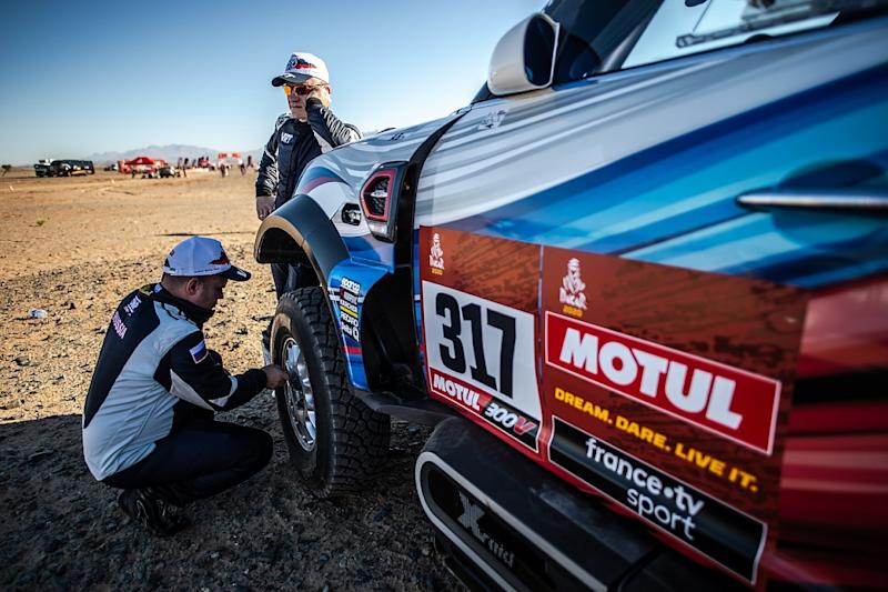 Veteran Carlos Sainz wins Dakar Rally for 3rd time