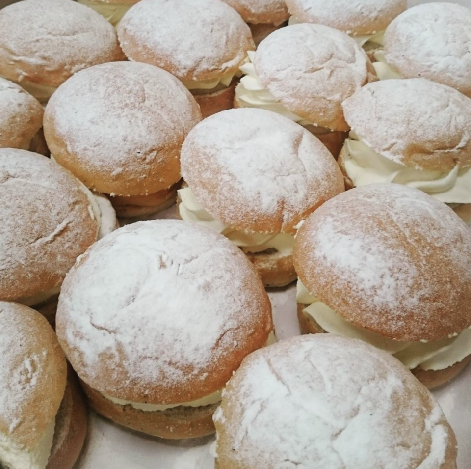 "<p>Try and imagine a layer of white cream between two powdered buns. Now imagine it only costing a mere few bucks. Tastes even better, right?</p><p>Photo: Instagram/<a href=""https://www.instagram.com/p/BfJGeHugVpv/"" rel=""nofollow noopener"" target=""_blank"" data-ylk=""slk:ikeafoodservices"" class=""link rapid-noclick-resp"">ikeafoodservices</a></p>"