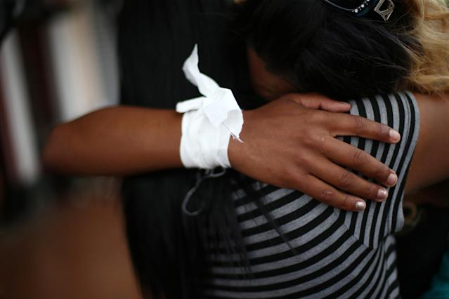 <p>Members of a caravan of migrants from Central America hug as a first group is allowed to enter the United States border and customs facility, where they are expected to apply for asylum, in Tijuana, Mexico April 29, 2018. (Photo: Edgard Garrido/Reuters) </p>