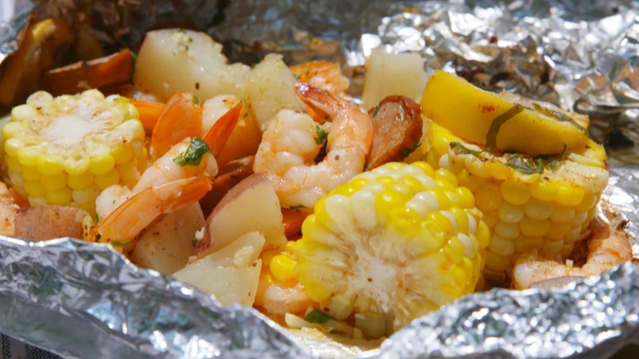 """<p>These quick & easy foil packets take inspo from the beloved (but tedious) shrimp boil.</p><p>Get the <a rel=""""nofollow"""" href=""""http://www.delish.com/cooking/recipe-ideas/recipes/a47430/grilled-shrimp-foil-packets-recipe/"""">recipe</a>.</p>"""