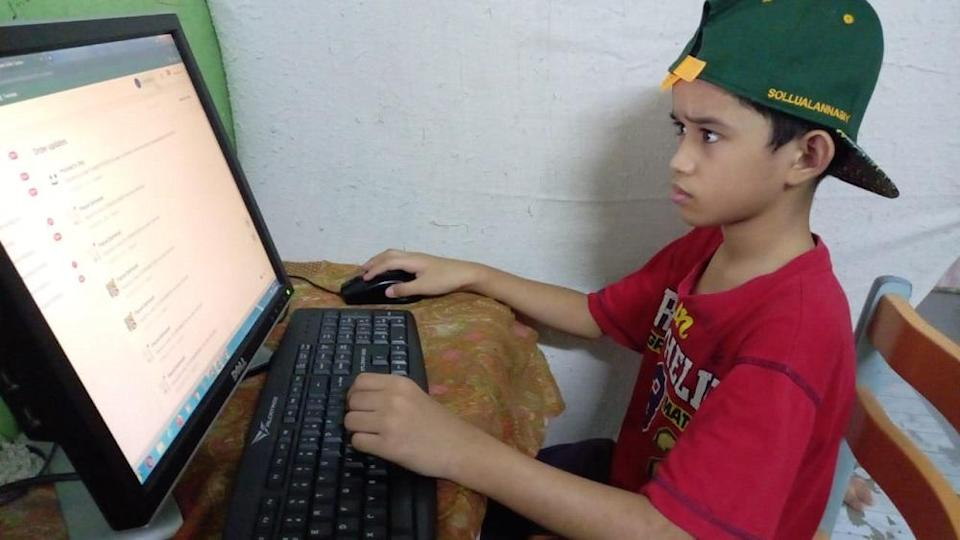 An 11-year-old Shopee seller who went viral recently is trying to raise money to buy himself a new phone so that he could join his Teaching and Learning at Home (PdPR) classes. ― Picture courtesy of Nurul Huda