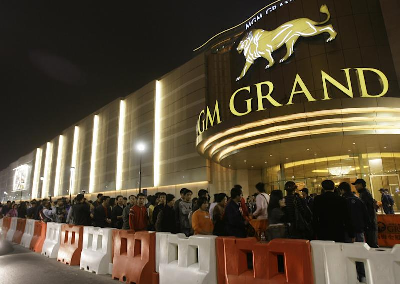FILE - In this Dec. 18, 2007 file photo, visitors queue up for entry of the new MGM Grand Macau casino resort after the opening ceremony in Macau. The Chinese arm of U.S. casino company MGM Resorts International won official approval for its new casino-resort in the world's most lucrative gambling market, Macau. Notice of MGM China's plan to build a US$2.5 billion resort in the Cotai district was published Wednesday, Jan. 9, 2013 in Macau's official government gazette. (AP Photo/Vincent Yu, File)
