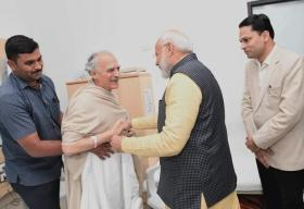 Twitter praises Modi for meeting vocal critic Arun Shourie