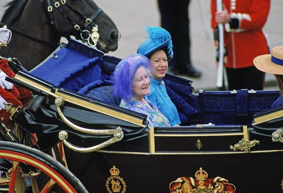 <p>Here are the Queen Mother and Princess Margaret in shades of blue and purple at the wedding of Prince Andrew and Sarah Ferguson.</p>