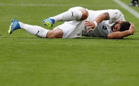 Soccer Football - World Cup - Group A - Egypt vs Uruguay - Ekaterinburg Arena, Yekaterinburg, Russia - June 15, 2018 Uruguay's Luis Suarez lies on the pitch after sustaining an injury REUTERS/Damir Sagolj