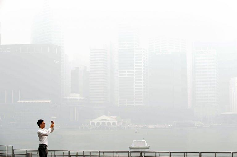 Singapore in smog alarm as Indonesia forest fires rage