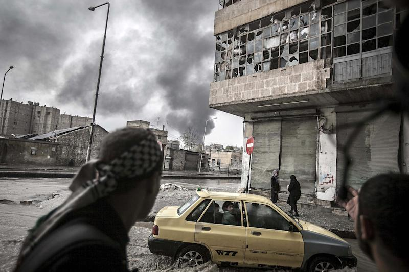 In this Thursday, Oct. 25, 2012 photo, smoke rises from the Karmal Jabl neighborhood, during clashes between rebel fighters and the Syrian army in Aleppo, Syria. (AP Photo/Narciso Contreras)