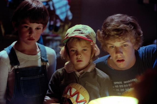 From left: Henry Thomas, Drew Barrymore, and Robert MacNaughton in <em>E.T.: the Extra-Terrestrial</em>, 1982. (Photo: Everett Collection)