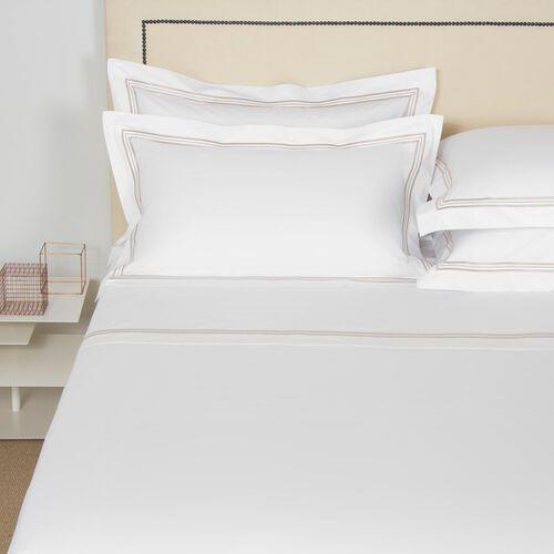 """<p>frette.com</p><p><strong>$1175.00</strong></p><p><a href=""""https://go.redirectingat.com?id=74968X1596630&url=https%3A%2F%2Fwww.frette.com%2Fen_US%2F8050844107191.html&sref=https%3A%2F%2Fwww.elledecor.com%2Fshopping%2Fg34576509%2Felle-decor-editors-gift-guide-2020%2F"""" rel=""""nofollow noopener"""" target=""""_blank"""" data-ylk=""""slk:Shop Now"""" class=""""link rapid-noclick-resp"""">Shop Now</a></p><p>After three years of marriage, a new baby, and a puppy, it's time: We're finally upgrading to a king-size bed. That means, of course, buying all new bedding and no brand makes softer, more elegant sheets than Frette.</p><p>-<em> Charles Curkin, Articles Editor</em></p>"""