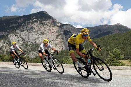 Froome takes another step toward Tour de France crown