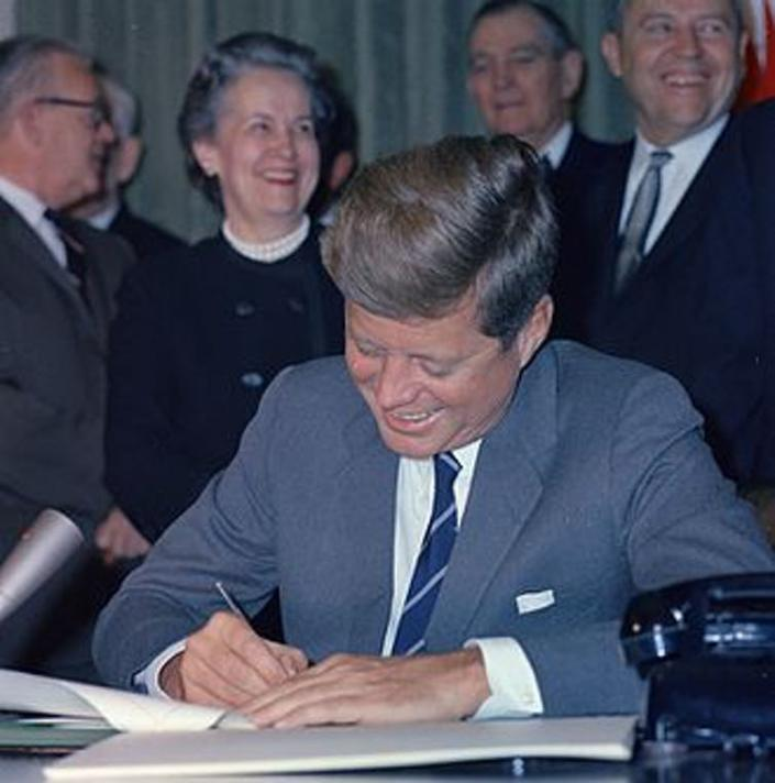 """<span class=""""caption"""">John F Kennedy signing the Community Mental Health Act.</span> <span class=""""attribution""""><span class=""""source"""">wikipedia</span></span>"""