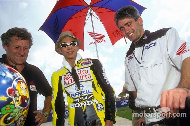 """Valentino Rossi (2000) <span class=""""copyright"""">Gold and Goose / Motorsport Images</span>"""