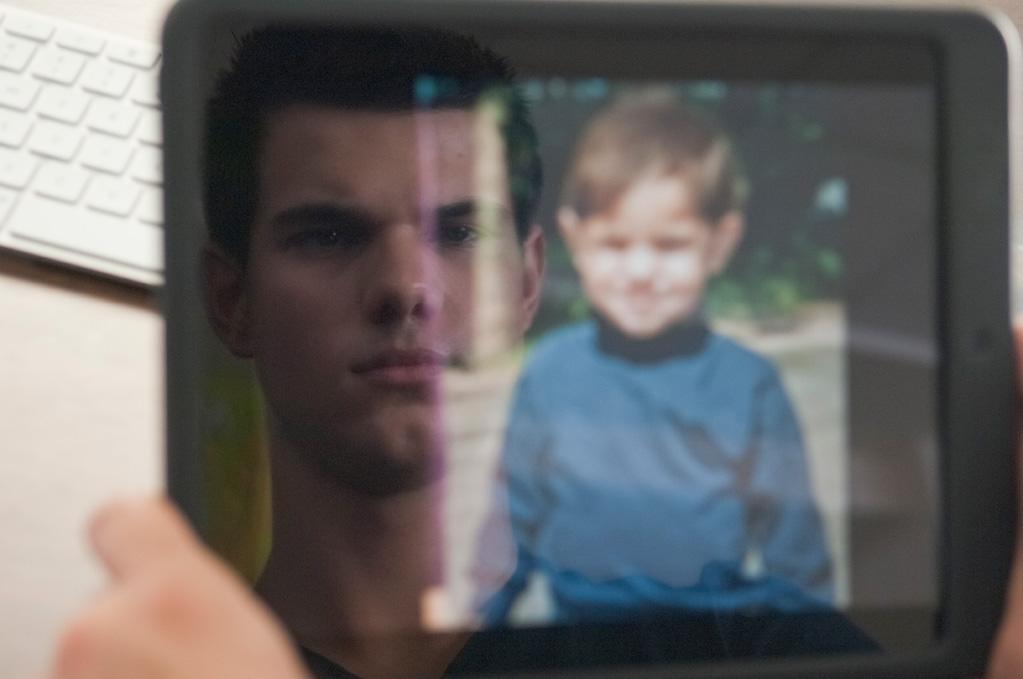 "<a href=""http://movies.yahoo.com/movie/contributor/1808598632"">Taylor Lautner</a> in Lionsgate's <a href=""http://movies.yahoo.com/movie/1810180299/info"">Abduction</a> - 2011"