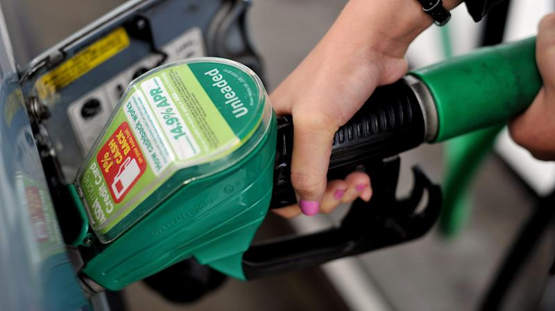 Supermarkets in fuel price war as wholesale costs fall