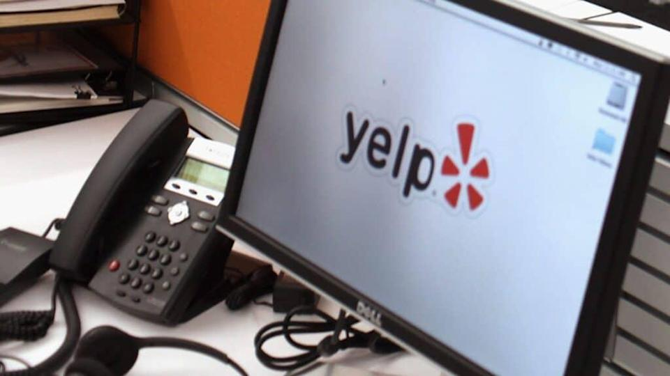 The online consumer review platform Yelp has added a new feature alerts that allow its users to flag businesses accused of racism. (Photo by Spencer Platt/Getty Images)