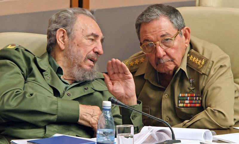 Cuban president Fidel Castro (L) ceded power to his brother Raul in July, 2006, when he underwent intestinal surgery and disappeared from public view (AFP Photo/Adalberto Roque)
