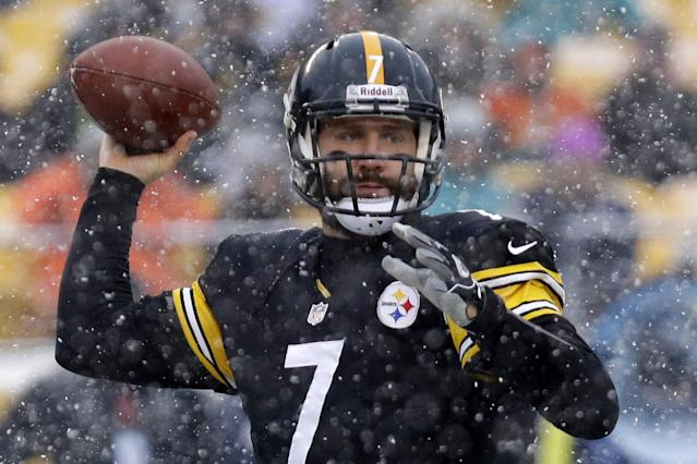 Ben Roethlisberger gained 5 of his minus-11 career receiving yards in this 2013 game against the Dolphins. (AP)