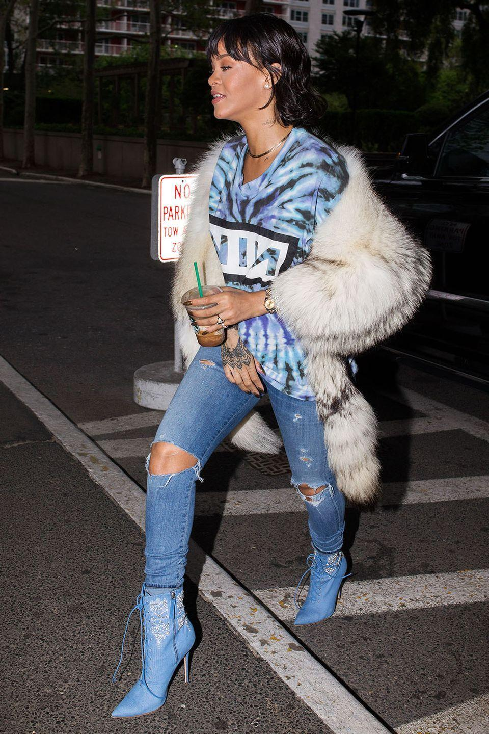 <p>Feeling the monochrome blue moment, accented with rich white fur in New York</p>