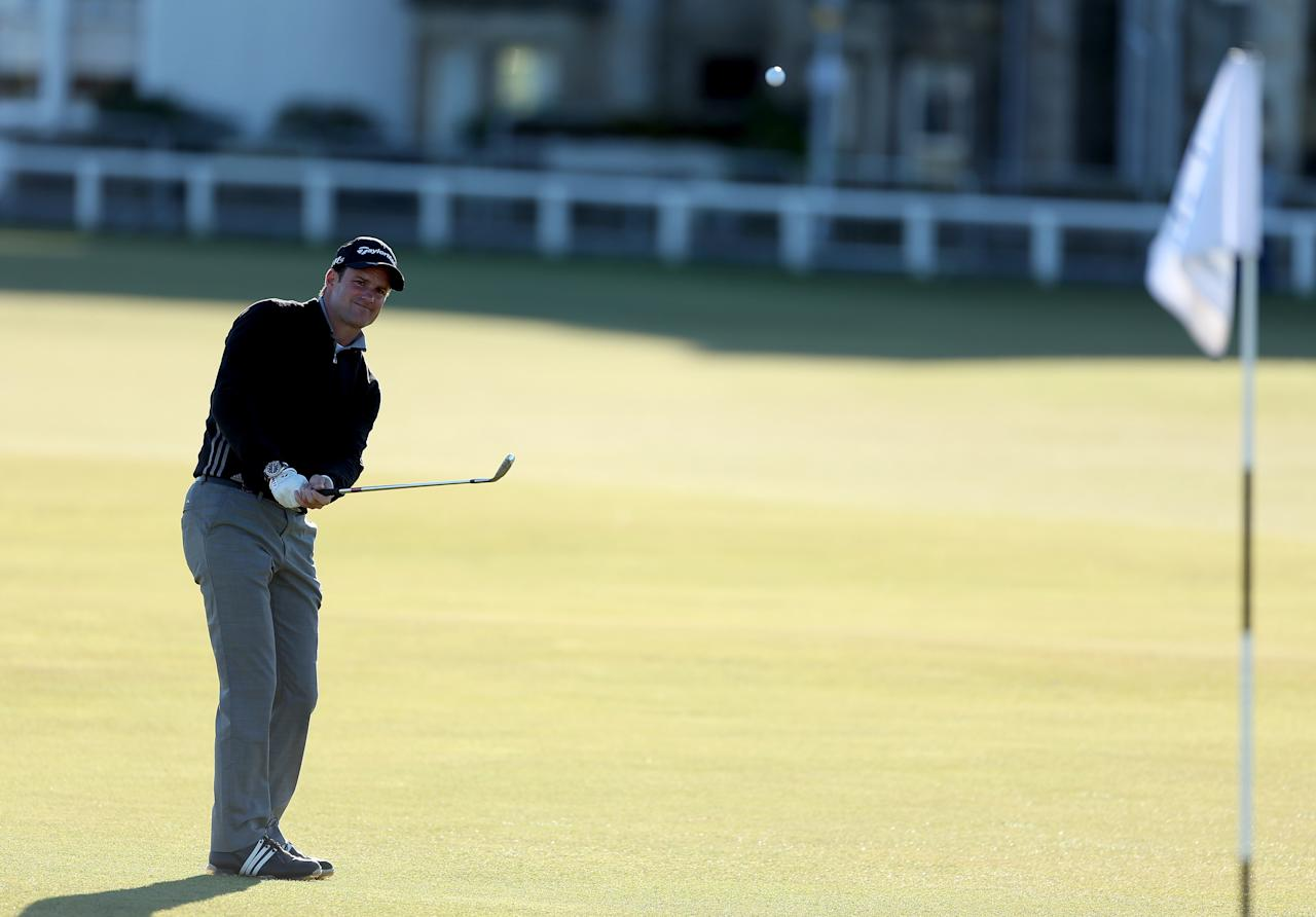 ST ANDREWS, SCOTLAND - OCTOBER 07:  Former England cricket captain Andrew Strauss chips onto the first green during the final round of The Alfred Dunhill Links Championship at The Old Course on October 7, 2012 in St Andrews, Scotland.  (Photo by Warren Little/Getty Images)