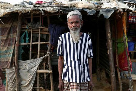Hamid Hussain, a 71-year-old Rohingya refugee poses for photo after an interview with Reuters at Kutupalong camp, near Cox's Bazar, Bangladesh January 13, 2018. Picture taken January 13, 2018.REUTERS/Tyrone Siu