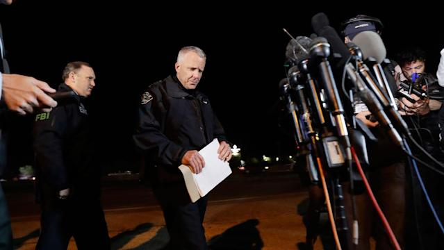 <p>Austin Police Chief Brian Manley, right, prepares to brief the media, Wednesday, March 21, 2018, in the Austin suburb of Round Rock, Texas. (Photo: Eric Gay/AP) </p>