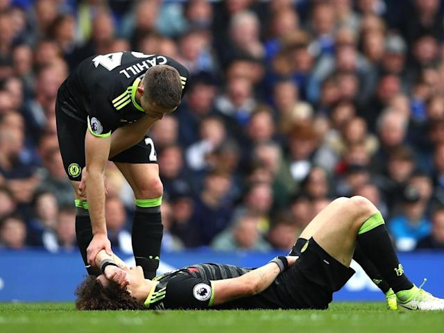 David Luiz limped off in the closing stages of Chelsea's win at Everton (Getty)