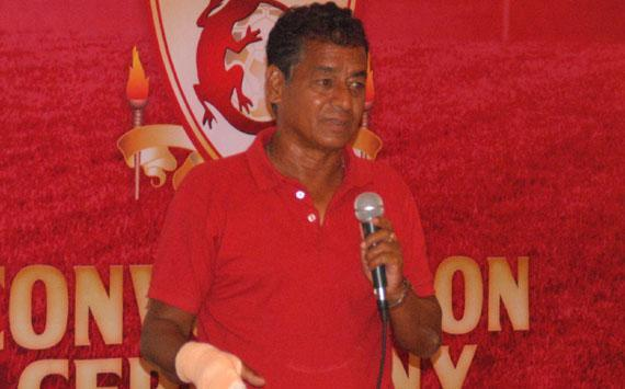 In what is becoming an embarrassing series of volte-faces the East Bengal technical committee has decided to remain with Mridul Banerjee as head coach
