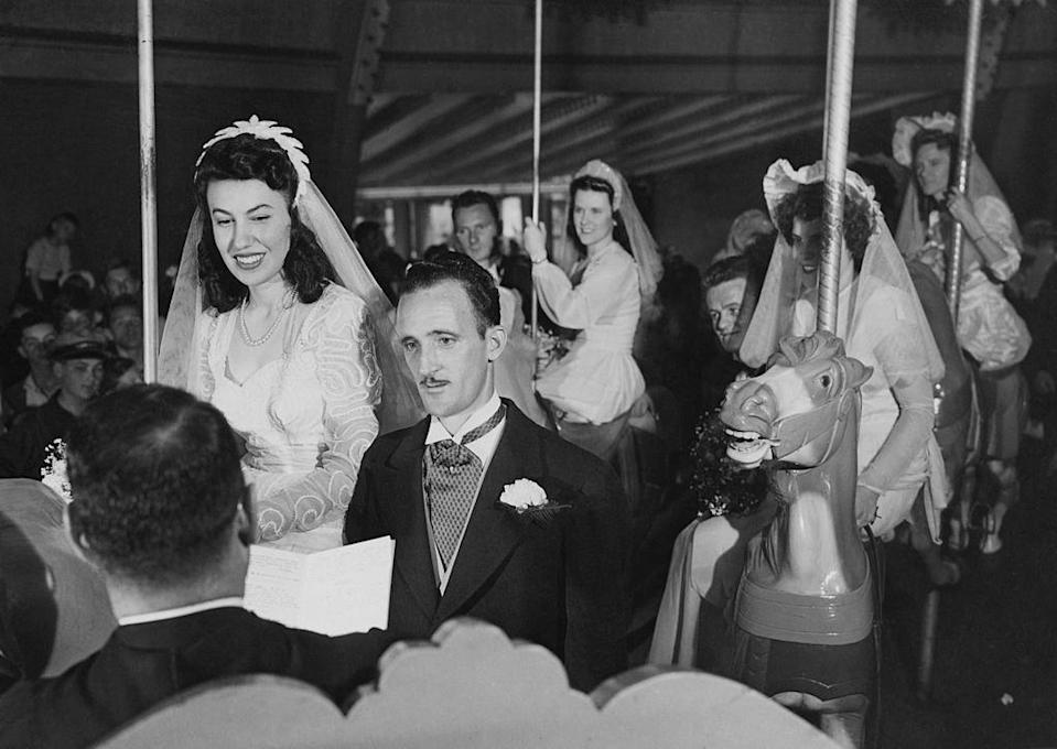 <p>A New Jersey couple tied the knot at Palisades Park, on the same carousel where they met, before World War II began. </p>